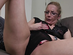 Amazing granny with thirsty vagina