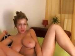 Hot webcam girl huge tits dildo her pussy on webcam