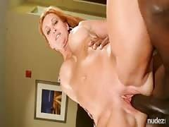 Hotwife sexed deep and creampied by a BBC