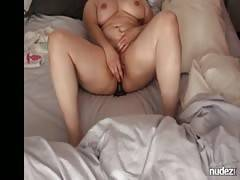 BBW gets herself off to humongous Cumming