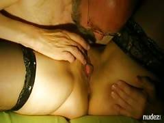 older stud sucks cunt to Cumming